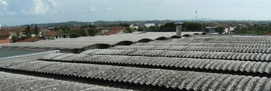 Bonifica di amianto - eternit a Santa Croce sull'Arno - Pisa - Toscana <br>                     Superficie bonificata: 1.450 mq - Prima dell'intervento